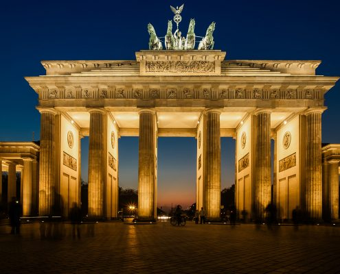 brandenburg-gate-berlin-germany-city-night-495x400 اقامت آلمان